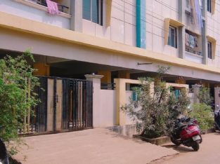 Residential Flat for Sale at Annamayya Veedi, Rajhamundry